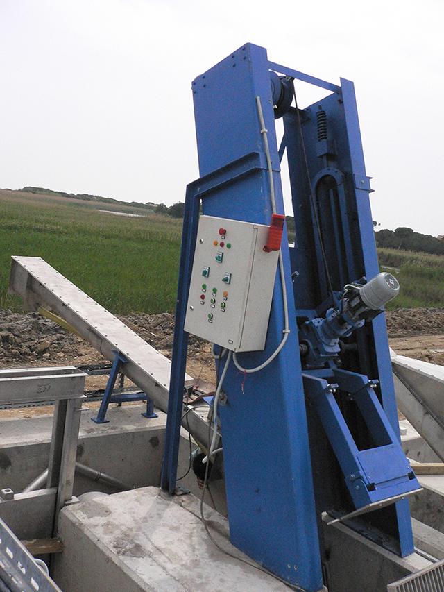 Self Climbing Mechanical Screen